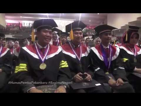 Wisuda Gelar Doktor Walikota Pekanbaru DR. H. Firdaus, ST, MT Dengan Predikat Cum Laude