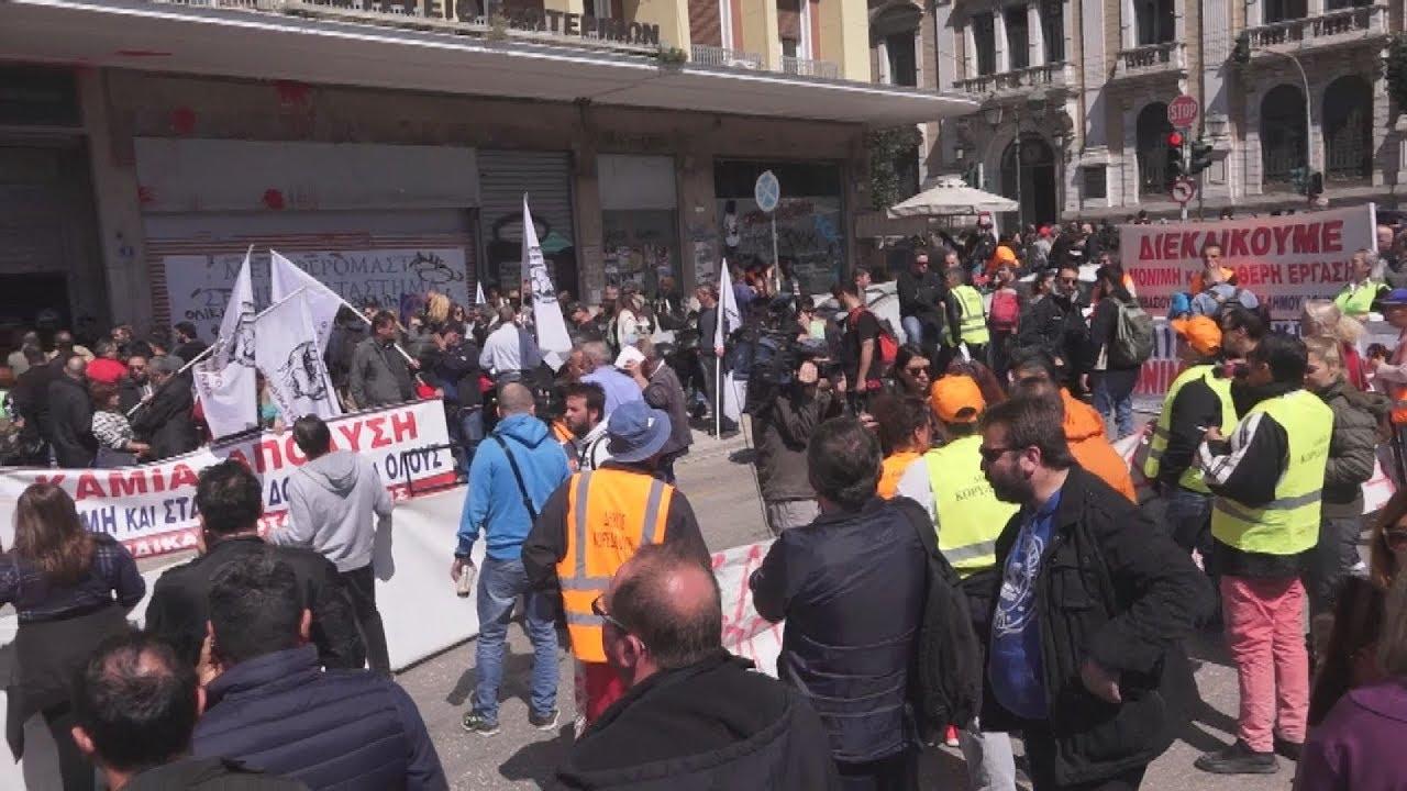 Διαδήλωση συμβασιούχων ΟΤΑ έξω από το υπουργείο Εσωτερικών