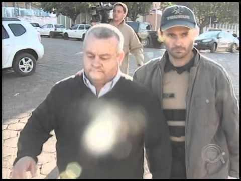 Moradores pedem cassação do prefeito de São Jerônimo da Serra (10/09)