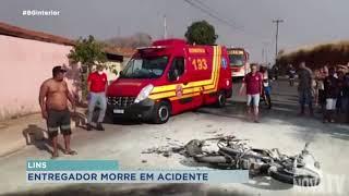 Entregador morre ao bater moto em ônibus em Lins