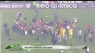 Após o apito final, torcedores do Vasco não aceitaram a derrota e começaram a arremessar objetos e lançar bombas.