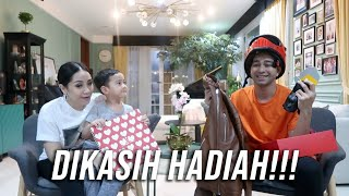 Video Rafathar Kasih Hadiah Untuk Papa Raffi MP3, 3GP, MP4, WEBM, AVI, FLV April 2019