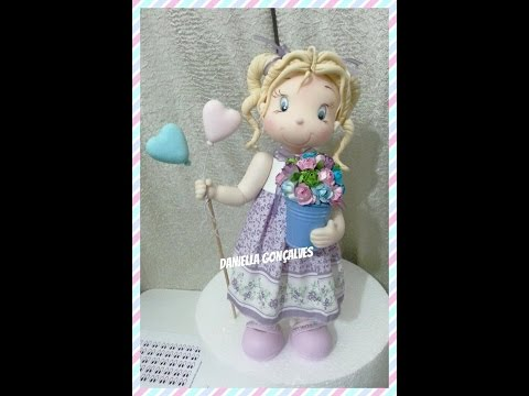 Boneca com vestido