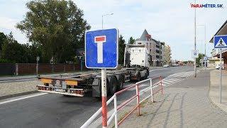 Ellepte a gépkocsiforgalom a mellékutakat, kamionok keringőznek a zsákutcákban