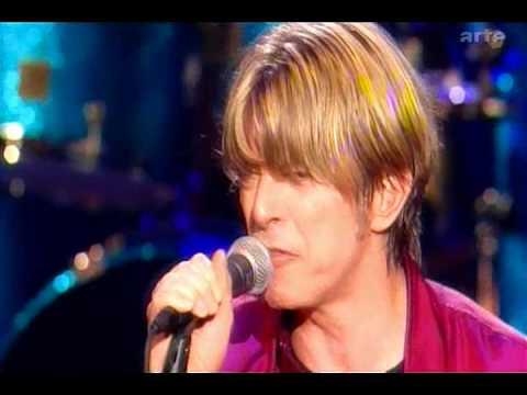 Tekst piosenki David Bowie - I'm afraid of Americans po polsku