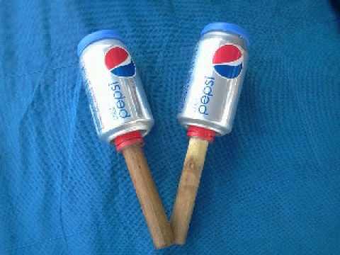 Reciclaje, maracas con latas.