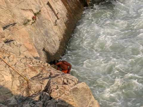 Video Dare Devil Stunt On Bhedaghat Falls, Narmada River, MP, India download in MP3, 3GP, MP4, WEBM, AVI, FLV January 2017