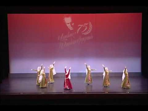 haykakan parer - Uzundara (Bride's) dance performed by Vanoush Khanamerian Dance School, honoring Vanoush Khanamerian's 75th birthday in 2003.
