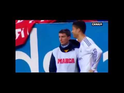 Ronaldo bị cậu bé nhặt bóng troll