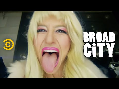 Broad City - Eight F**king Thousand Dollars