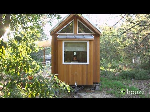 dall'esterno sembra una casa minuscola ma entriamo all'interno...