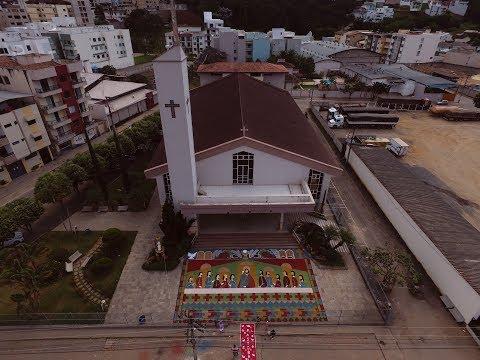Gigantesco Tapete da Santa Ceia em Manhuaçu MG, bate record no Brasil