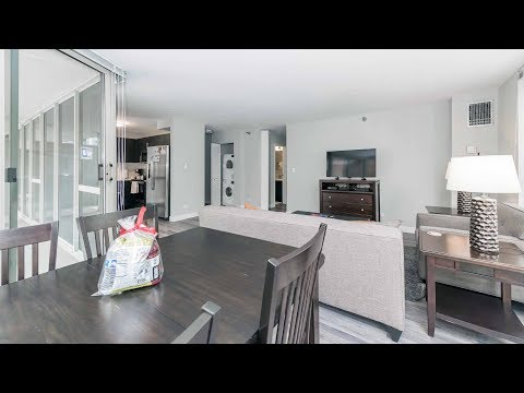 A short-term furnished 2-bedroom on the River North / Gold Coast border