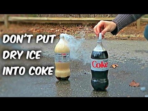 戰鬥民族狂人挑戰「把乾冰放到可樂裡」看會有什麼結果,他的下場告訴了我們千萬別這樣做啊!