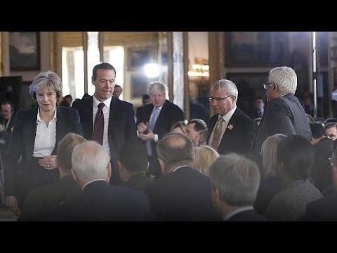 Αντιδράσεις από Κόρμπιν, Στέρτζιον για το «σκληρό Brexit» της Μέι