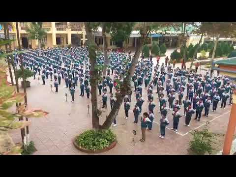 Hoạt động múa hát sân trường của học sinh Trường Tiểu học Hoà Hiếu 2