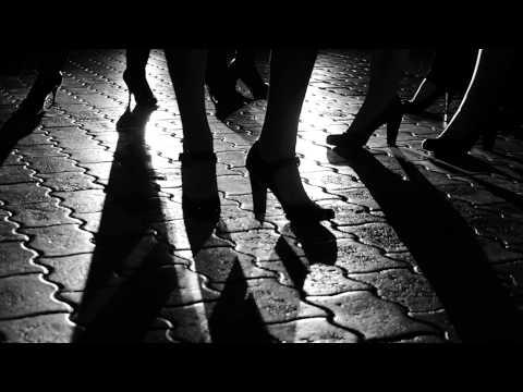 Στη σκιά ενός εγκλήματος