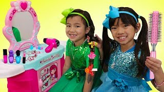 Emma & Jannie Pretend Play w/ Hair Styling Beauty Salon & Cute Kids Hair Styles Toys