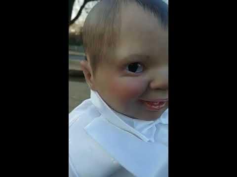 Była pewna, że dziecko samotnie siedzi na cmentarzu i ją obserwuje! Jego wzrok przeraża!