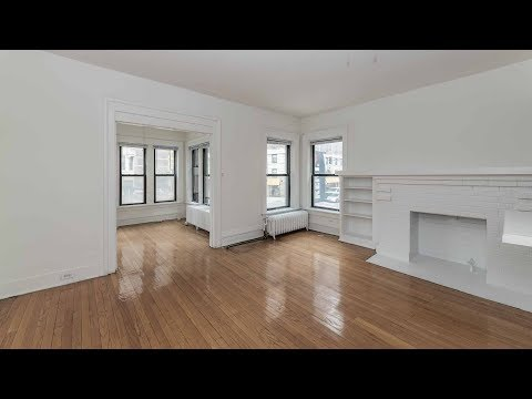A 1-bedroom with a sunroom on the Lincoln Park / Lakeview border
