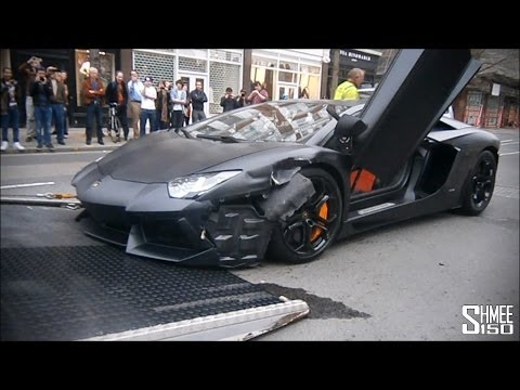 Wrecked Lamborghini Aventador in London – Loaded onto Truck