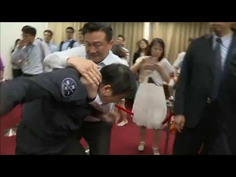 Ταϊβάν: «Ξύλο» στο Κοινοβούλιο