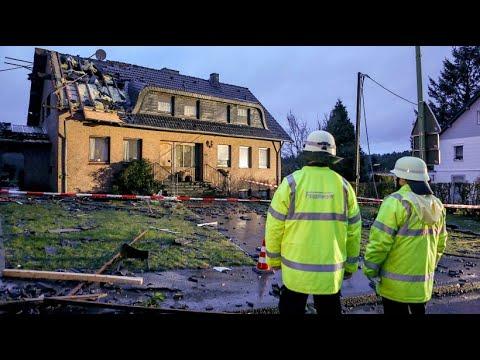 Tornado verwüstet die Eifel-Gemeinde Roetgen nahe Aac ...