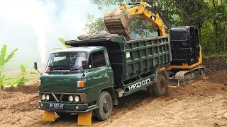 Video CAT 305.5E2 Mini Excavator Loading Old Dump Truck Mitsubishi Colt Diesel T200 MP3, 3GP, MP4, WEBM, AVI, FLV Oktober 2018