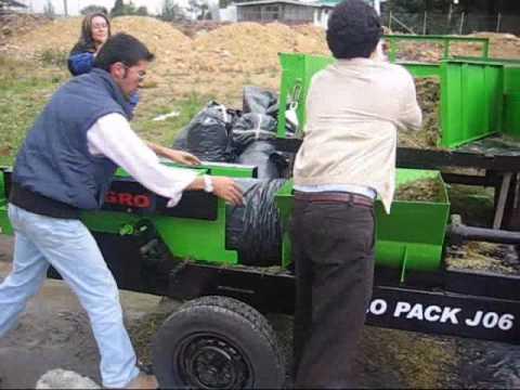 Silo prensa J 401. Ensilando maiz en bolsas.