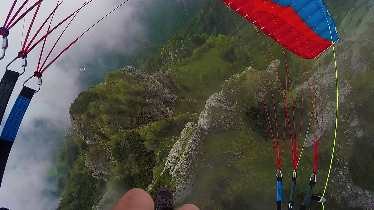 Speedflying a trav�s de la niebla