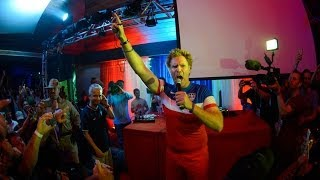 Will Ferrell Crashes #FanHQ in Recife - YouTube