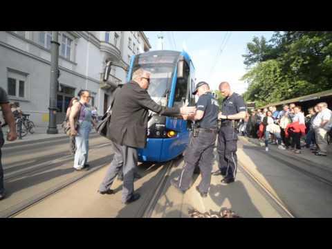 imigrant-paralizuje-ruch-tramwajowy-w-krakowie