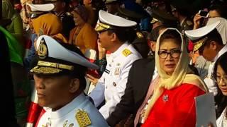 Presiden Joko Widodo, Selasa (25/7/2017) pagi melantik 729 perwira remaja TNI-Polri. Pelantikan ini merupakan pertama kali setelah 14 tahun acara pelantikan dilaksanakan secara bergilir di TNI dan Polri. Mari simak videonya...(KOMPAS.com/Fabian Januarius Kuwado)