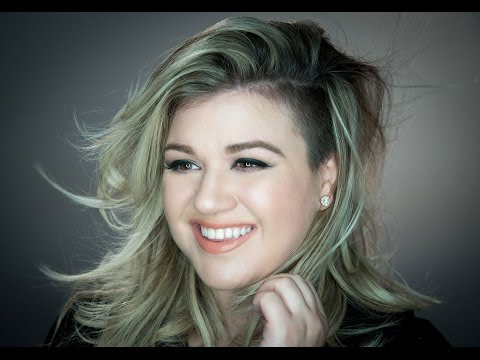 Kelly Clarkson Writes Children's Book