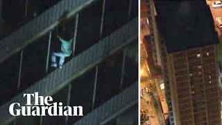 Man scales down 19-storey burning building in Philadelphia