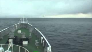 Video 津波を乗り越える巡視船まつしま=海上保安庁提供 MP3, 3GP, MP4, WEBM, AVI, FLV Januari 2019