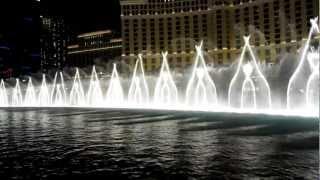 Танцующий фонтан около казино Bellagio