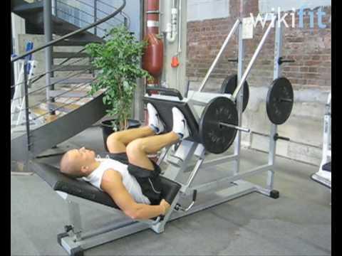 Fitnessübungen an Trainingsgeräten