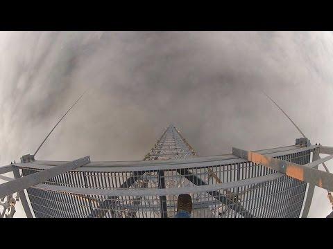 Как поменять лампочку в фонарике на высоте 600 метров