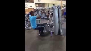 A tope! sacando músculo desde el primer minuto con la máquina nueva del gimnasio. No puede ser tan difícil..