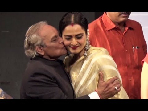 Video Rekha Kissed Forcefully By Anandji - Bollywood Actress Kiss Scene download in MP3, 3GP, MP4, WEBM, AVI, FLV January 2017