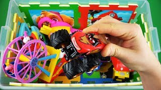 Video Learn characters, colors & vehicles for kids of Thomas, Ben and Holly, Peppa Pig, Disney Cars & etc MP3, 3GP, MP4, WEBM, AVI, FLV Maret 2019