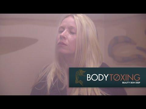 بالفيديو بريطانيا تطور حفرة الدخان السودانية وتقدم الخدمة في مراكز التجميل، والخواجيات مبسوطات شديد