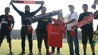 Video LUAR BIASA!!! Sambutan Dari Suporter Madura United MP3, 3GP, MP4, WEBM, AVI, FLV Juli 2018