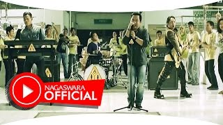 Video Wali Band - Antara Aku, Kau dan Batu Akikku - Official Music Video - NAGASWARA MP3, 3GP, MP4, WEBM, AVI, FLV Agustus 2018