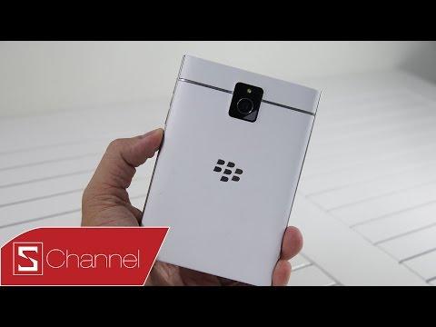 Mở hộp Blackberry Passport phiên bản màu trắng