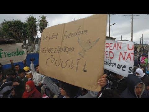 Πορεία διαμαρτυρίας μεταναστών στη Λέσβο