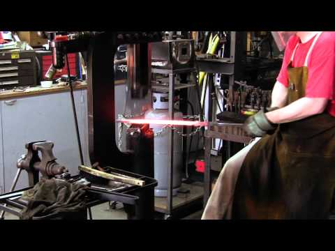 Forging a Pattern-Welded Double-Edged Viking-age Sword (видео)