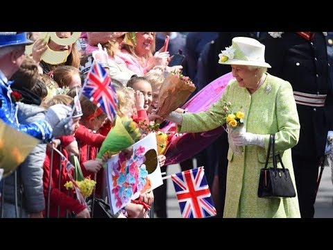 Live: Queen Elizabeth II's 90th birthday walkabout