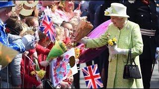 Video Live: Queen Elizabeth II's 90th birthday walkabout MP3, 3GP, MP4, WEBM, AVI, FLV Juli 2018